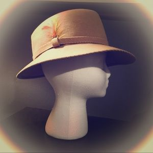 Vintage 1960's Wool Fedora w feather